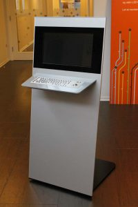Anwendungsbeispiel für SIGNAMEDIA Digital Kiosk Indoor Maxi