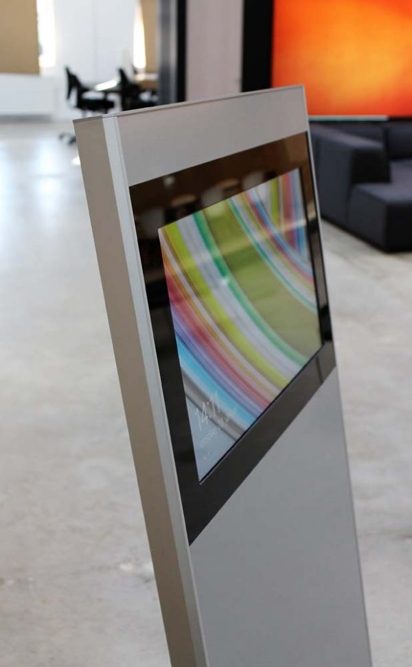 SIGNAMEDIA Digital Kiosk Maxi