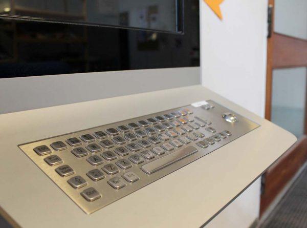 Vandalismus-sichere Keyboards als Accessoires Digital Kiosk