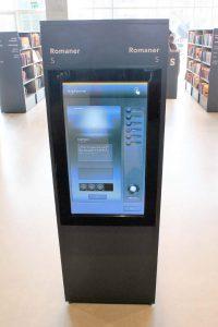Anwendungsbeispiel für SIGNAMEDIA Digital Kiosk Indoor On-Wall Maxi