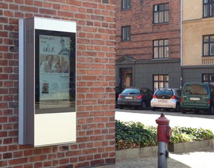 SIGNAMEDIA Digital Kiosk Outdoor On-Wall, Quelle: DigiKiosk ApS, 7190 Billund, Dänemark