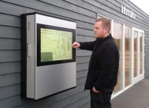 Bedienung des SIGNAMEDIA Digital Kiosk Outdoor On-Wall