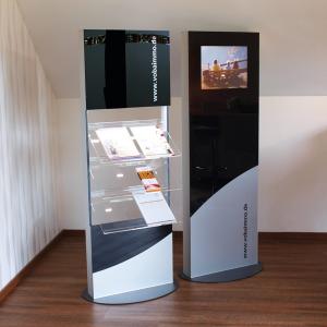 SIGNAMEDIA Digitaler interaktiver Prospektständer, Quelle: Type Design Debus, 61137 Schöneck, Deutschland