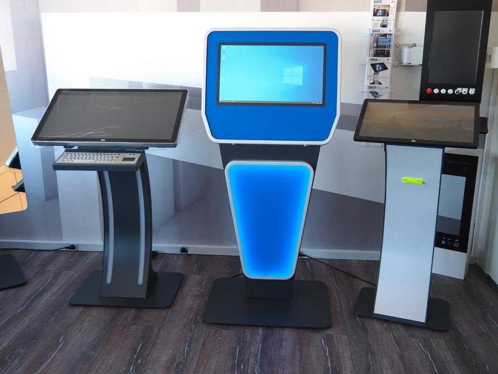SIGNAMEDIA Self-Service-Terminal und Touch-Pulte als ideales Anwendungssystem für Umfragen Terminals